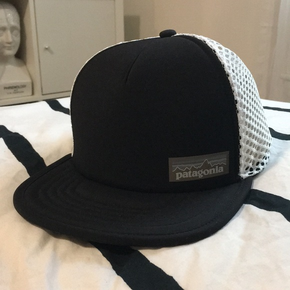 c7c917e467b03 NWT Patagonia Duckbill Trucker Hat - Black